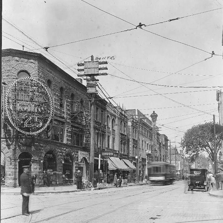 La rue Bleury vers le nord de Ste-Catherine en 1921! . Archives de Montréal VM98-Y_1P012 . . #514 #mtl #yul #montreal #montréal #montréaljetaime #streetsof514 #montreallife #cinqcentquatorze #mtlmoments #375mtl #archives #history#archivesmtl #vintage #VilleMarie