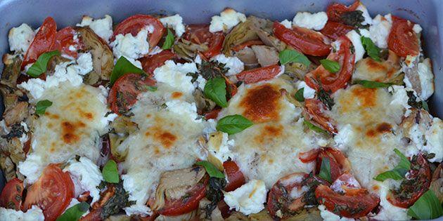 Nem opskrift på italiensk kylling bagt i ovnen med blandt andet friske tomater, basilikum og cremet ricottaost.