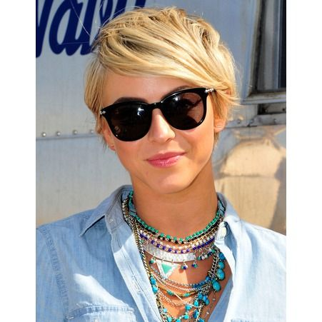 Les colliers de julianne Hough au festival de Coachella 2014