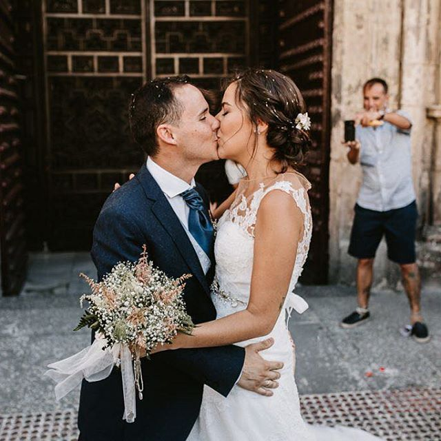Que especiales sois para mi! Dentro de nada la postboda <3 ⠀ ⠀ #detallesdeboda #princesa #boda #bodas2016 #sevilla #soniaperales #soniaperalesfotografia #destinationwedding @instagram @livefolk #cadiz #bilbao #madrid #headdress #weddingstyle #folkwedding #ukwedding #malaga #pinterest