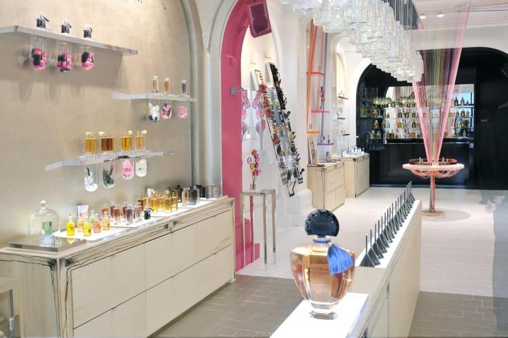 pop up store guerlain paris guerlain perfumery pinterest paris. Black Bedroom Furniture Sets. Home Design Ideas