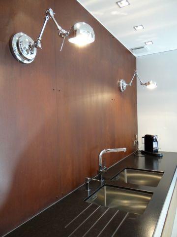 bois granit et t le rouill e pour une cuisine moderne cuisine. Black Bedroom Furniture Sets. Home Design Ideas