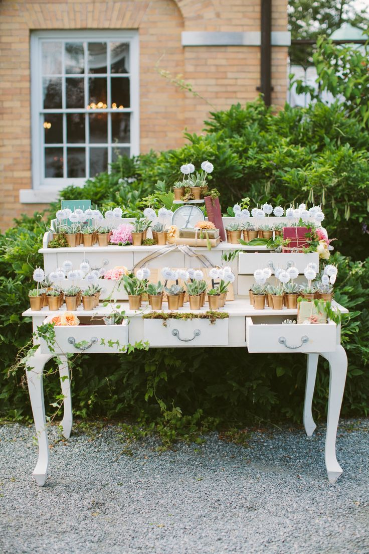#escort-cards, #seating-chart, #succulent  Photography: Rebecca Arthurs - rebeccaarthurs.com  Read More: http://www.stylemepretty.com/2014/09/18/classic-romance-with-dash-of-sparkle/