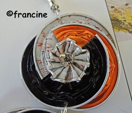 FRANCINE armeggiato: capsule Tri, tre medaglioni annidati formano questa bella collana