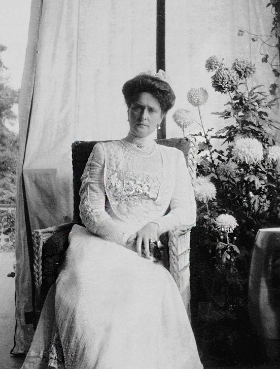 Pin Von Susan Van Der Schoor Auf A F Anastasia Korsett Historisch