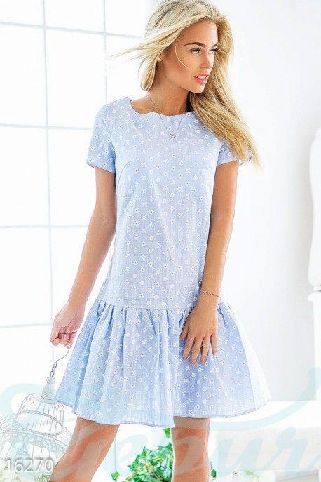 Лёгкое платье, созданное для жарких весенних или летних дней. Милые маленькие ромашки, вышитые на ткани, созвучны с тёплым временем года. Фактически невесомая материя, небольшие складки на юбке и короткий рукав придают общей композиции немного задора и жизнерадостного настроения. #dress #clothes #style #голубое #платье #ромашка #одежда #стиль #клетка #cell #mini #мини #blue http://gepur.com/