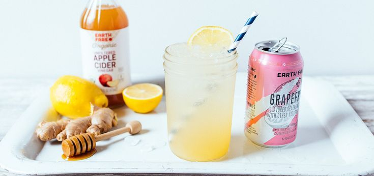 If you're like me, you like something bubbly in the afternoon to sip on. Instead of reaching for a soda, I love to have one of Earth Fare's flavored sparkling waters. And since I'm always looking for an opportunity to help my body out with detoxing, I created this Everyday Detox Spritzer with my favorite sparkling water flavor—grapefruit!
