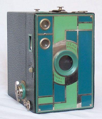 Kodak Beau Brownie Camera, 1930 Like & Repin. Noelito Flow. Noel songs. follow my links http://www.instagram.com/noelitoflow