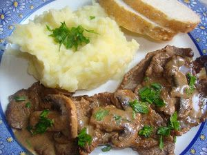 carne de res con champiñones y tinto