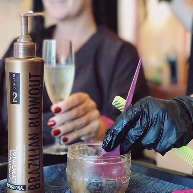 Pamper your clients with 12 weeks of smooth, shiny and frizz-free hair ✨🥂@twistedsisters_tay . . . . . . #brazilianblowout #americansalon #behindthechair #modernsalon  #brazilianblowoutcertifiedstylist  #shinyhair #frizzfree #frizzfreeaf #frizzisabitch