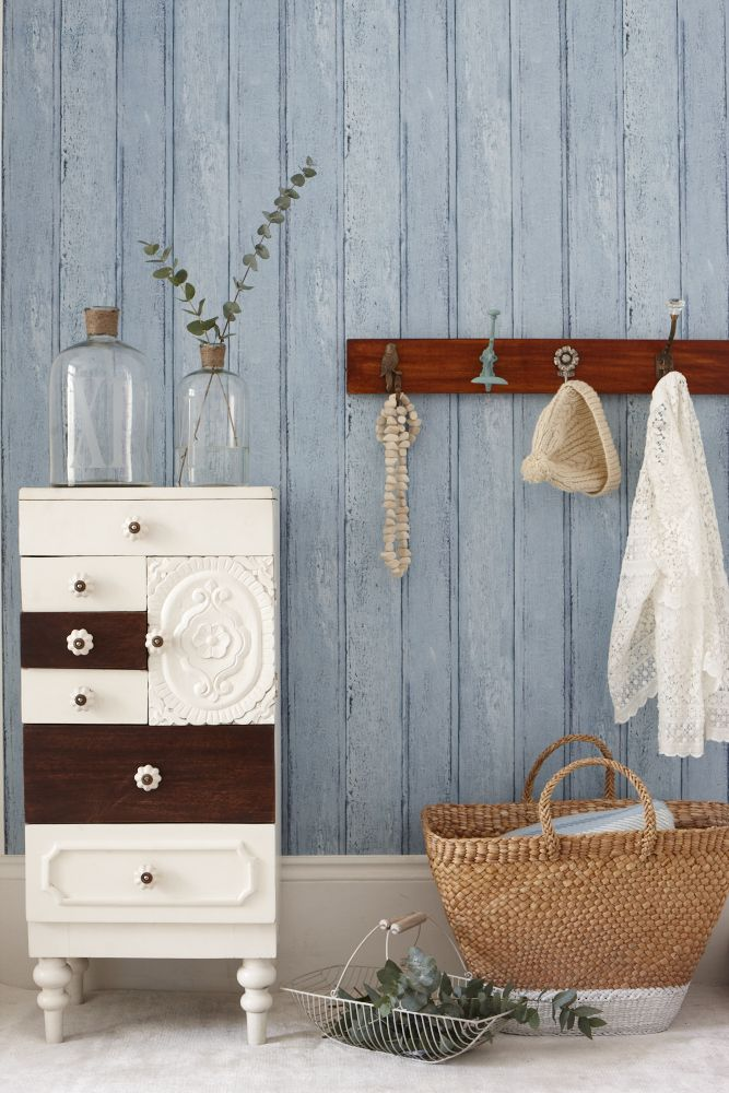RUSTIC WOODEN HALLWAY GOODHOMES MAGAZINE MARCH 2013 STYLING EMMA CLAYTON PHOTOGRAPHY OLIVER GORDON