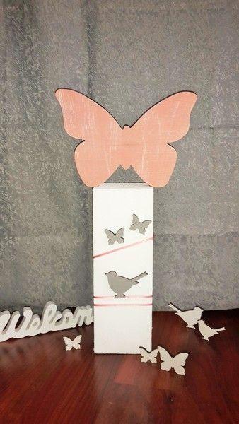 Simple Sommer Deko Schmetterling auf Holz S ule von Etwas