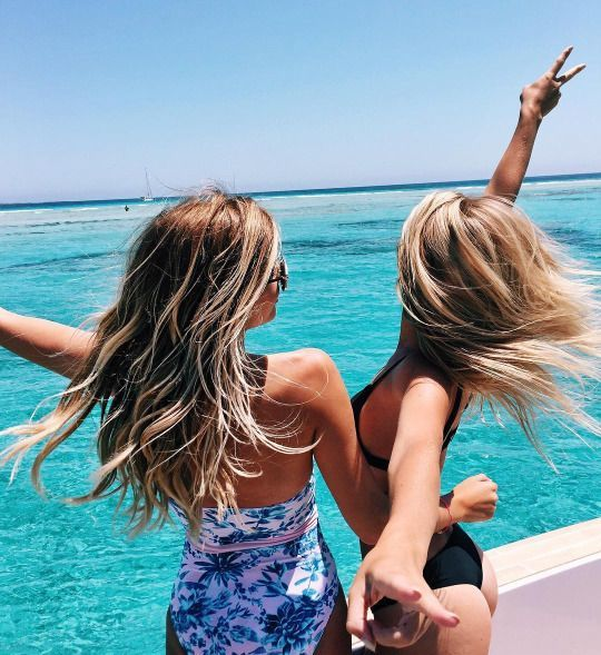 Take your trip with Glamulet charmsI want to take cute pictures on a yacht but that would require and yacht and more than one friend so we had someone to take the pic