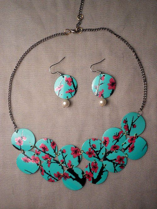 Thanks for the great find Suzanne!  elpunoylamano:    So I was able to make this set and another pair of earrings with one can of Arizona green tea.
