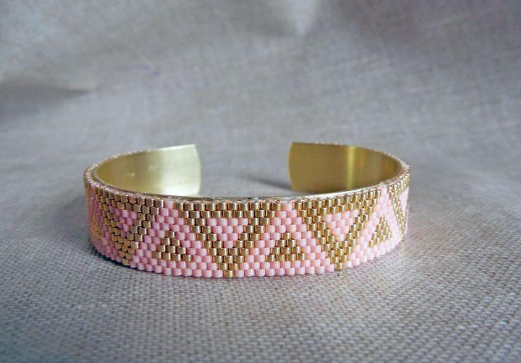 """Bracelet tissé Miyuki Bracelet réglable sur une base en laiton """"Triangles roses et dorés"""" Bracelet en perles Miyuki : Bracelet par m-comme-maryna"""