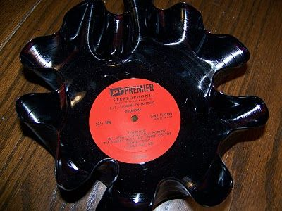 Up-cycled Vinyl Record BowlsUp Cycling Vinyls, Scratch Vinyls, Crafts Diy Ideas, Mcpherson Tatum Cool, Jacobs Mcpherson, Gift Ideas, Amanda Stanford, Jacobs Tatum Cool, Vinyls Records