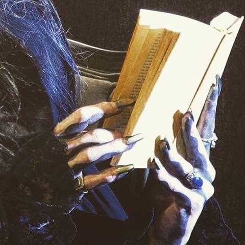 Good Night Story from a Vampire... #vampir #krolock #janammann #tanzdervampire #goodnightstory #stuttgart #buch #hugendubel #lesestunde #germany #musical