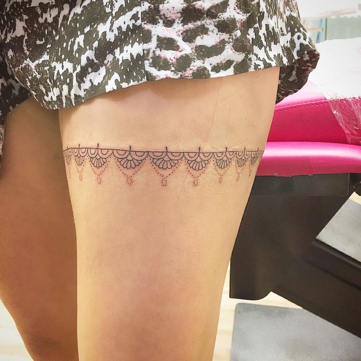Super renda mega delicada na coxa #Tattoo #tattoodelicada #tattoofeminina…