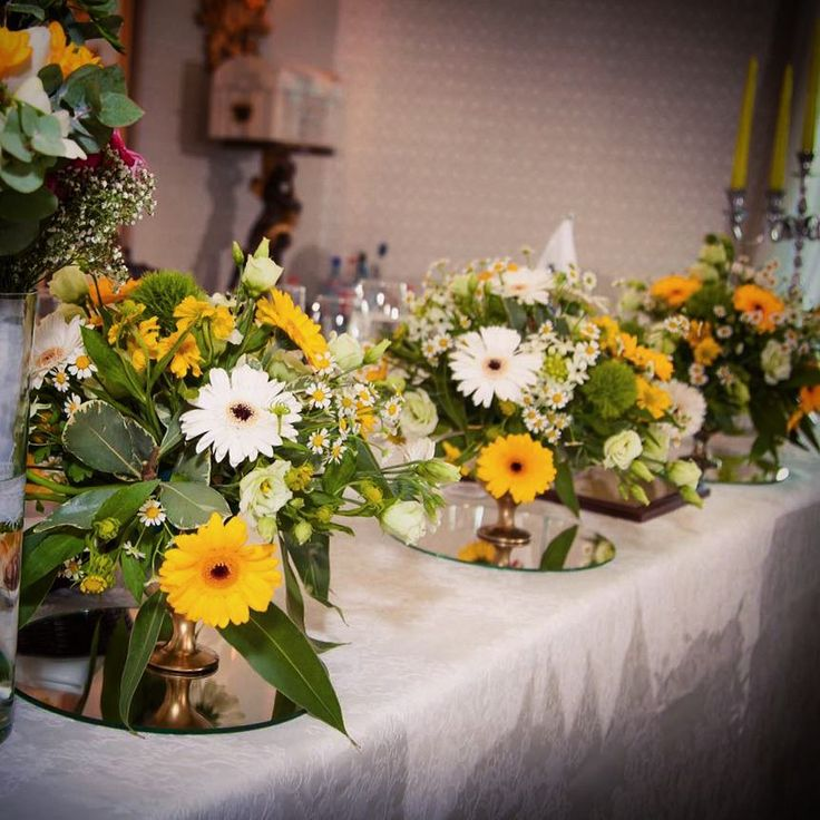 "52 aprecieri, 2 comentarii - Floraria Dorothy's (@florariadorothys) pe Instagram: ""Wedding details... #white #yellow #wedding #clujnapoca #cluj #clujlife #nuntaincluj #nunticluj…"""