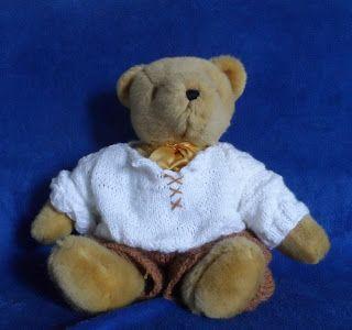 Een witte trui voor een beer.  Dit patroon is gratis te vinden op: http://hethandwerkpaleis.blogspot.nl/2015/08/witte-trui-bolke.html