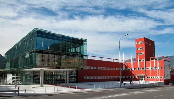 EURAC-Gebäude inBozen - Faschistische Architektur aufgebrochen.