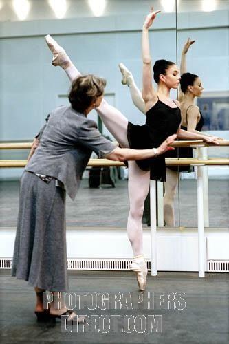 Bolshoi Ballet Marina Kondratieva coaching Natalia Osipova . Rehearsal for Bolshoi Ballet performance at Royal Opera House , Covent Garden , London . Dance studio . Kondratieva : Russian dancer , b . 1 February 1934 . At the bar / barre . stock photo