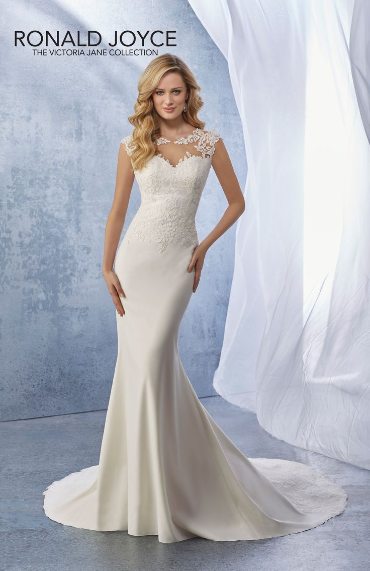 Jamie/sunning lace and plain bottomed dress with train.Add a chapel length veil