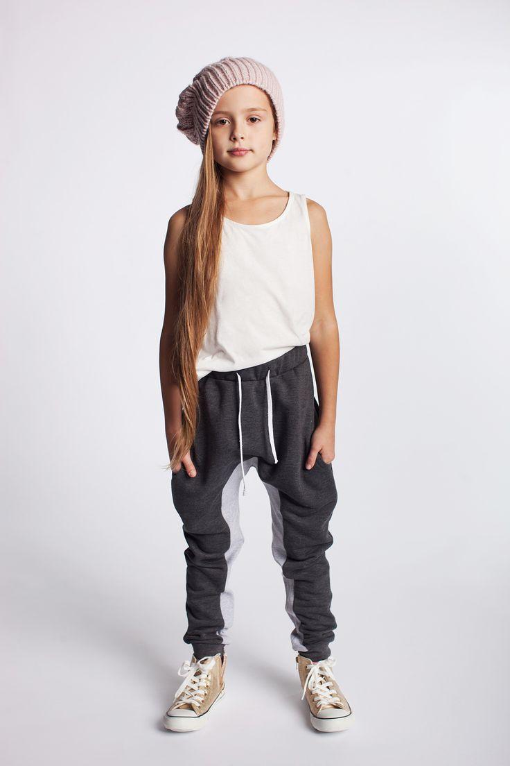 Bawełniane spodnie dziewczęce. https://kids.showroom.pl/dziecko/49448,dodo-spodnie-dsp06