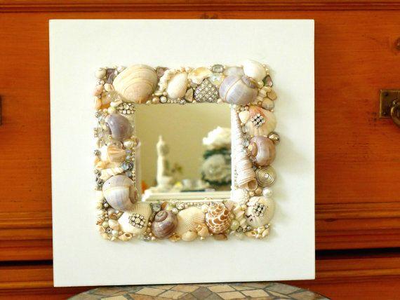 Muschel Spiegel maritim, Vintage Schmuck Spiegel, Ferienhaus Wandspiegel, Mosaik Strass Spiegel, Strandhaus Küsten Dekor, Geschenk Frauen von LonasART