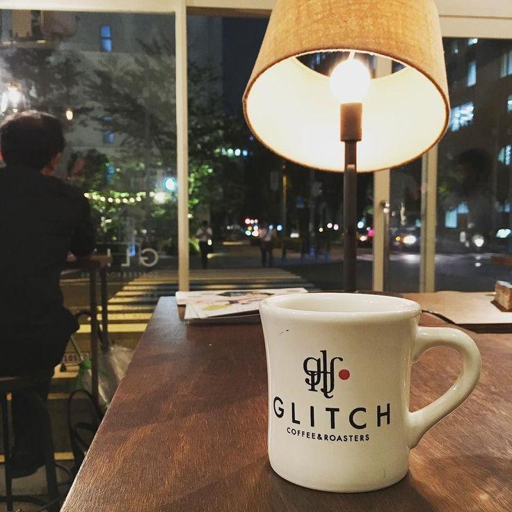 GLITCH COFFEE & ROASTERSにてハンドドリップのエチオピア珈琲 フルーティな味わいこういう珈琲も嫌いじゃない #GLITCH #グリッチ #珈琲 #カフェ #cafe #神保町