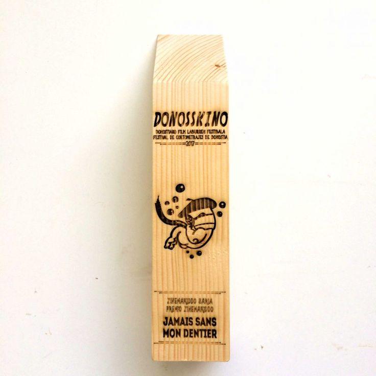 Trabajo de grabado láser de trofeos en madera para el festival de cortos Donosskino celebrado en Donostia - San Sebastián.