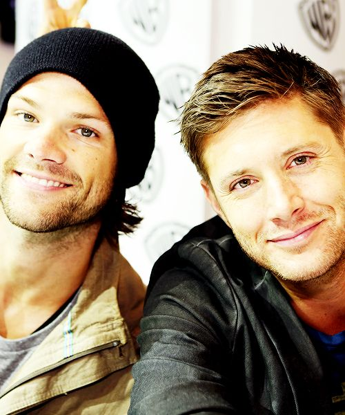 Jared and Jensen <3 || Ugh ... stop it, you're making me feel all fuzzy, stop smiling >.< gaaaah *faints* I just realized that Jensen and JJ's smiles oh my gosh, she has his smile, she's going to be breaking hearts everywhere she goes.