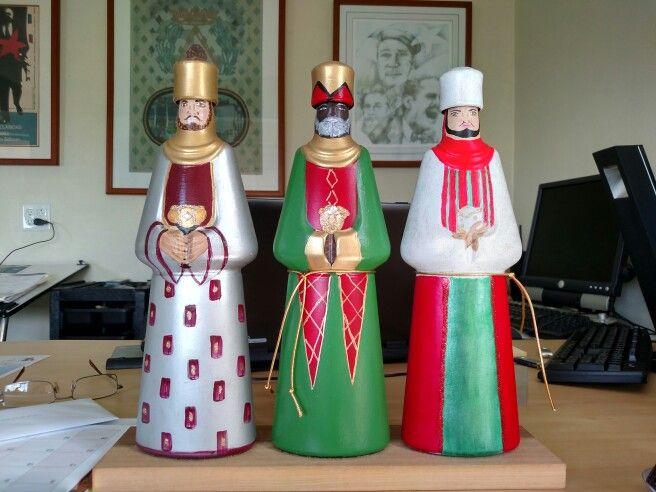 Reyes Magos con botellas de licor Frangelico