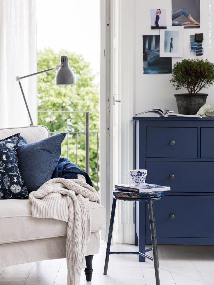 Blå, blå nyanser, blå, blå himlar och hav. Om sommaren kommer den koboltblå trenden till fullo till sin rätt. Vi längtarefter blå nyanser som ger känslan av en sval sommarbris. Textilier och blåmönstrat porslin mixas och matchas för en avslappnadsommarlook.