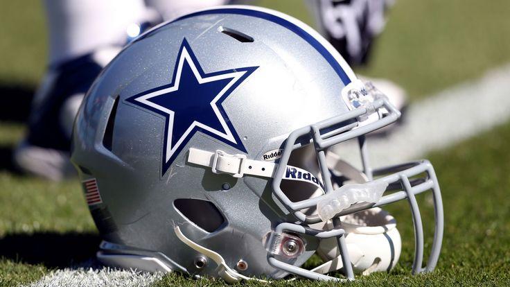 Los Dallas Cowboys o Vaqueros de Dallas son un equipo profesional de fútbol americano perteneciente a la División Este de la Conferencia Nacional (NFC) en la NFL. Tienen su sede en el suburbio de Irving en la ciudad de Dallas, Texas y recibe sus juegos de local en el AT&T Stadium de Arlington.