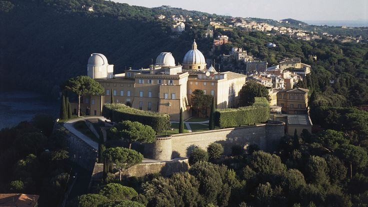 Apostolic papal palace at Castel Gandolfo is opened to public. A day trip from Rome.