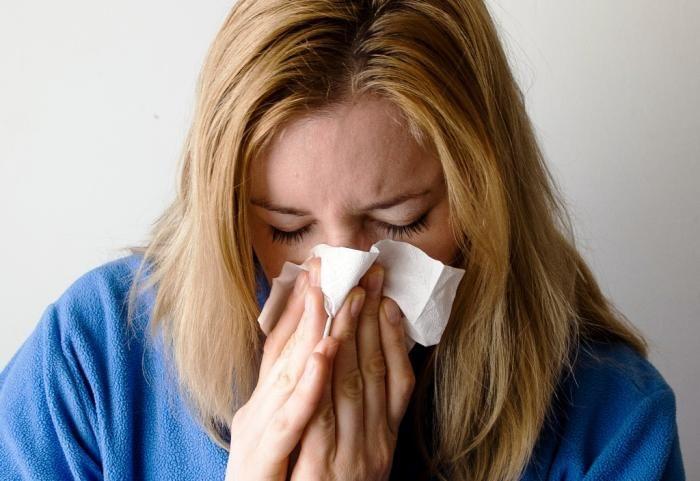 Come affrontare raffreddore mal di gola e influenza