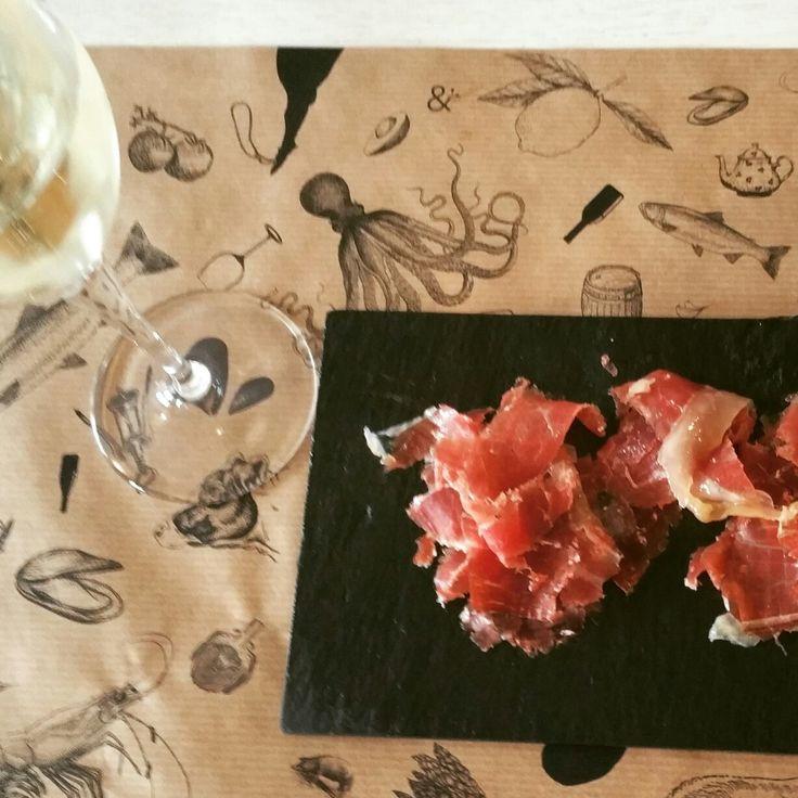 #sabores #saborestapas #tapas #vino #tapear #Praga #Prague #jamon #serving #idea