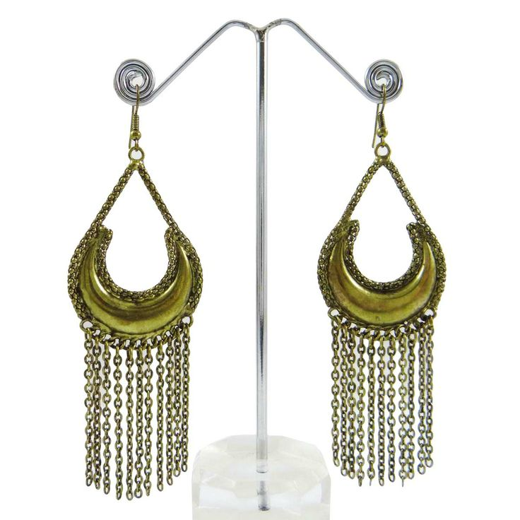 This is a beautiful goldtone metal chandelier earring set. It is very fashionable jewelry. ..this is img