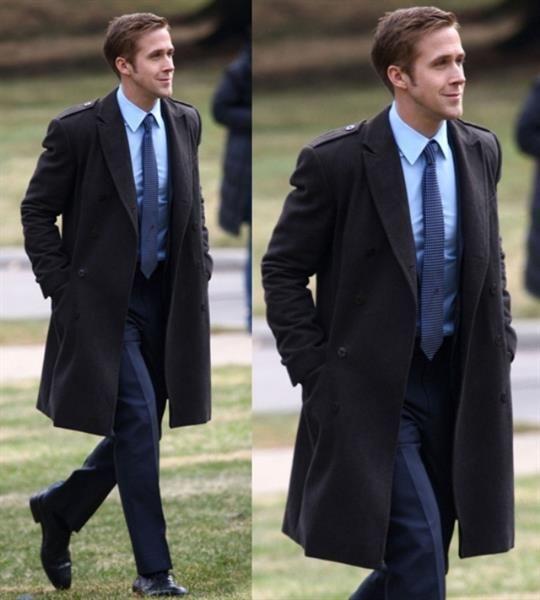 Стиль синий костюм подходит рубашка галстук