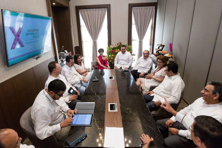 Yucatán, sede del X Encuentro Nacional de Magistradas y Magistrados Electorales. Mérida, Yucatán, 5 de marzo de 2018.- La sociedad yucateca se caracteriza por su calidez, su unidad y por promover la paz social en cada rincón del estado, pero al mismo tiempo, es atenta y participativa, pues sabe la importancia de continuar avanzando por…