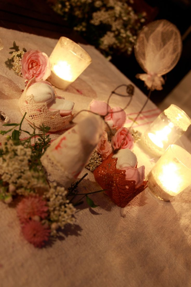 Summernight party : marshmallows,lacecrowns,pink roses,wire doll and candlelights