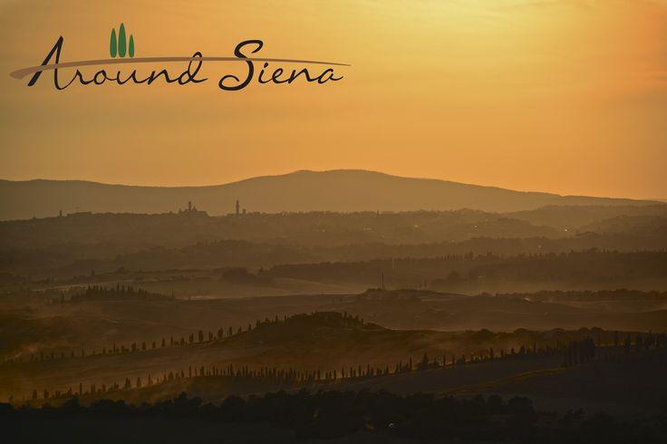Sunset on Siena from the Crete. Tramonto su Siena dalle Crete. www.aroundsiena.it Around Siena is a different way to visit Siena; experiences and much more! Around Siena è un modo diverso per visitare Siena; esperienze e molto altro!