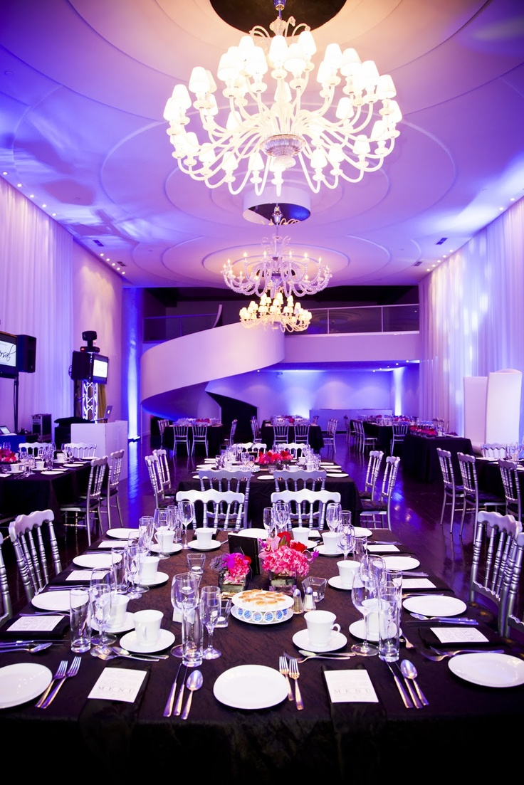 Wedding at the Loft Hotel in Montreal, awesome lighting and decor !   Stef et Stef Photographie