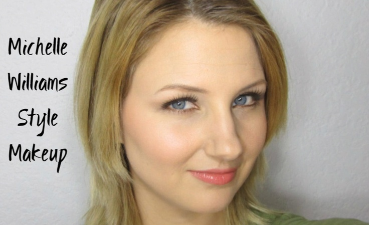 Flawless skin, glowy cheeks, thick lashes - this look is based on her appearance at the Oscars 2012.