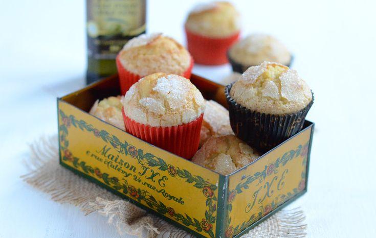 Les madeleines sont un élément traditionnel du petit-déjeuner espagnol surtout préparées à base d'huile d'olive, et on les déguste habituellement le matin.    Dans de nombreux villages de Navarre et d'Aragon, on a pour coutume de les offrir dans les maisons aux invités venant passer les