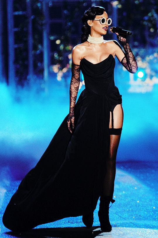 pin rihanna dresses on - photo #6