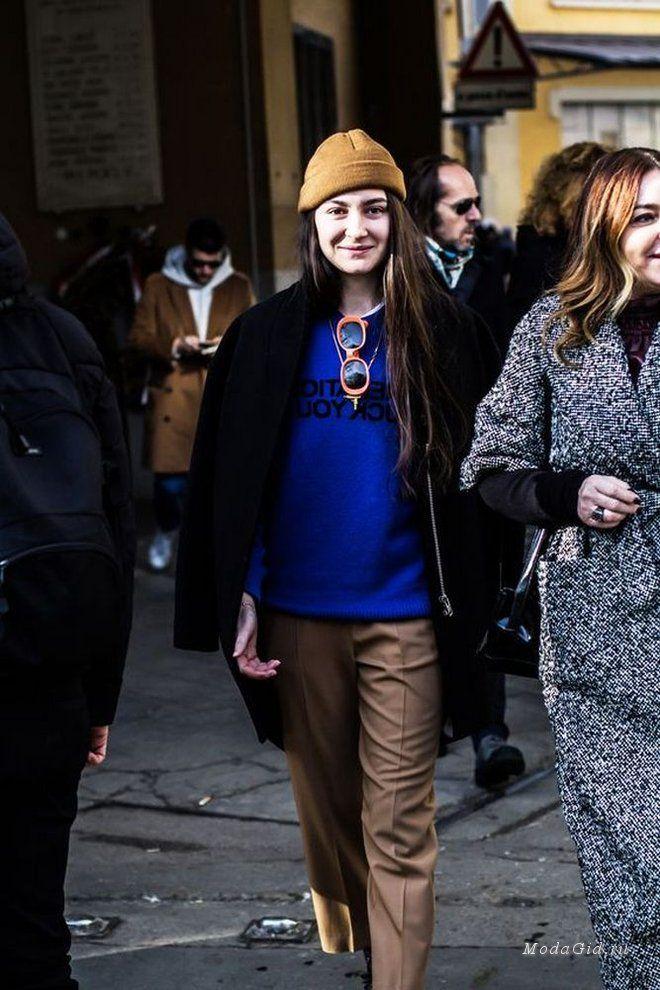 Продолжаем следить за чередой показов мужской моды осенне-зимнего сезона 2017-2018. На этот раз в центре внимания уличная мода Милана. Посмотрим какие модные луки выбрали на этот раз Анна Делло Руссо, Эммануэль Альт, Кэролайн Исса и другие модные персоны.