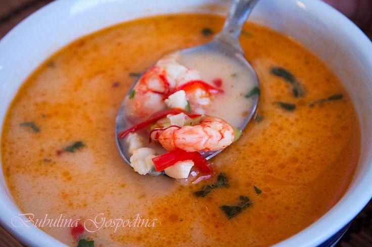 Supa picanta cu fructe de mare si lapte de cocos
