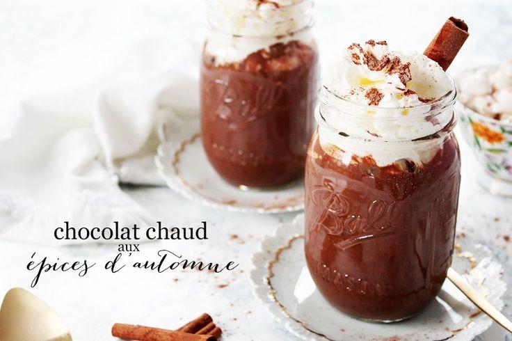 Un chocolat chaud aux épices d'automne, un nouveau classique pour les après-midis de détente... ou même au bureau !